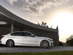 BMW 3シリーズセダンのここが残念!購入者目線でジャーナリストが辛目にチェック・評価