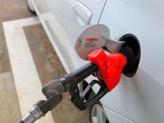 軽自動車はガソリン満タンで何リットル入る?走行距離はどのくらい?