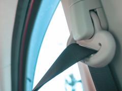 シートベルトのねじれはどう直す?ねじれた状態で着用する危険性や注意事項