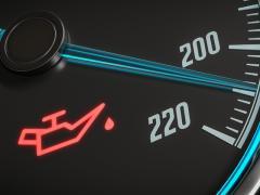 エンジンオイルランプ(警告灯)が点灯した時の対処方は?点灯したまま走行するとどうなる?