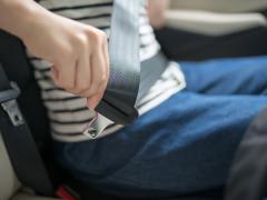 シートベルトの効果とは?一般道でも全席着用が義務!命を守る正しい着用方法も解説