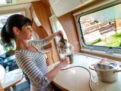 車中泊でお湯は確保できる?車内でお湯を沸かす方法と注意点を解説!
