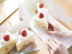 ケーキを車で運ぶ方法とは?ケーキの置き場所と型崩れを防ぐコツ