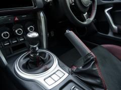 マニュアル車でカーブを上手に曲がる方法!クラッチはつなぐ?それとも切る?