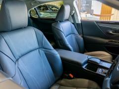 夏場に車の革シートが匂うのはなぜ?その原因と対策について解説!