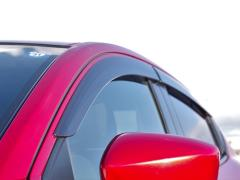 車のドアバイザーは雨よけになる?ドアバイザーの必要性やメリット・デメリットについて