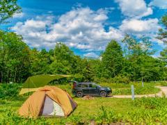 車中泊ソロキャンプの魅力とは?おすすめキャンプ用品と注意点を解説