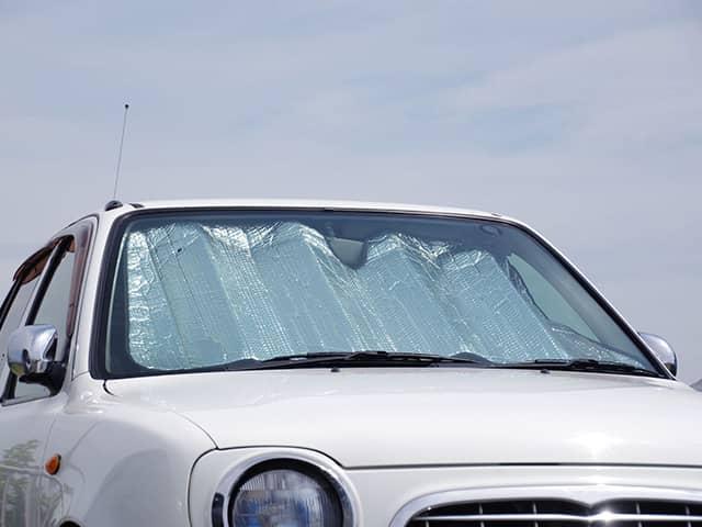 暑さ対策グッズを使って車内を快適に!