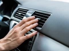 【車のエアコンが効かなくなった】原因と今すぐ直す応急処置の方法