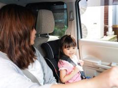助手席でのチャイルドシート使用はNG?付け方や注意点も含めて解説!
