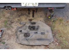 燃料タンクおろしと……  再生公道復帰プロジェクト1