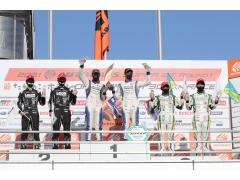 SUPER GT 2021 GT300クラス リアライズ 日産自動車大学校 GT-Rが優勝