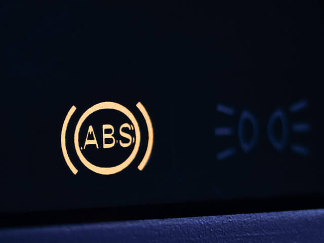 ABSランプ(警告灯)が点灯する理由と対処法