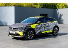 新型「メガーヌ Eテック エレクトリック」欧州で公開 Cセグメントの電気自動車 ルノー