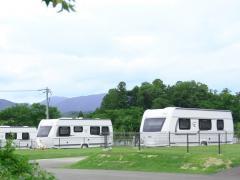 キャンピングカーで出かけたい!犬と泊まれるキャンプ施設「やまてらす」三重県に7月オープン