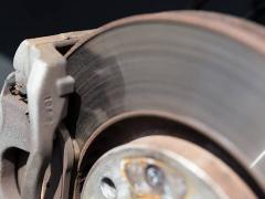 キャリパーはブレーキのどのパーツ?3種類の構造と仕組み
