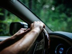 初めて車を買う「男性」におすすめの車とは?