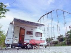 キャンピングカーでよみうりランドに泊まれる!「RVパーク東京 よみうりランド」オープン