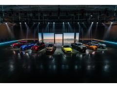 アリアやローグ、Zプロトまで シカゴオートショーに「A to Z」の新型車多数集結 日産
