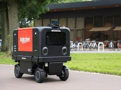ホンダが楽天と自動配送ロボットの実証実験を開始 筑波大学構内を配送ロボットが自動走行