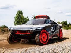 アウディ、電動車でダカールラリー参戦を発表 Audi RS Q e-tron公開
