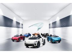 マクラーレンのライドオンにMcLaren GTが新登場 LEDライトなど実車顔負けの装備
