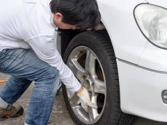 タイヤ交換の失敗例6つ!自分でやると危険?リスクと予防策を解説