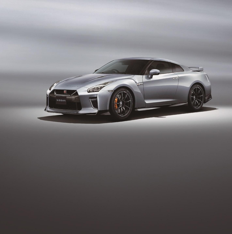 GT-R Track edition engineered by NISMO(ボディカラー:アルティメイトメタルシルバー)