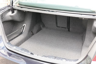 BMW 523i ラゲッジスペース