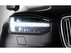 【ボルボ】対向車を検知し安全な右折をサポートするインターセクション・サポートとは
