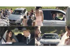 BMW X3がバージンロードに侵入して椅子を破壊! 花嫁の父がクルマから降りないワケとは?