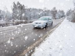 雪道に適しているのは4WD?それともFF、FR?