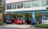 そのメーカーの車種しか見られない新車ディーラーに対し、中古車店では様々なメーカーの車種が見られるという利点がある。