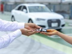 軽自動車の名義変更に必要な書類とかかる費用・申請依頼書の書き方を解説