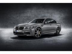 【BMW】30 Jahre M5-30周年特別モデル車の装備・性能