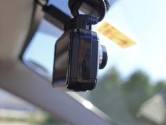 フロントガラスにドライブレコーダーがついていると車検に影響がでるのか?適正な位置・場所とは