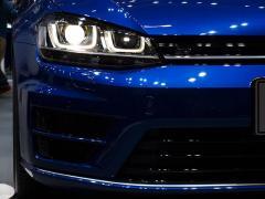 車検時のヘッドライトは左右対称の色や角度が必要なのか