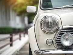 外車(輸入車)の車検をディーラーで受けるかディーラー以外で受けた方がいいのか