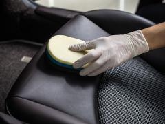 車のシートが汚れた時のクリーニング方法とは