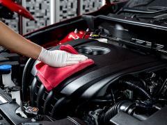 車のエンジンルームをクリーニングする時の注意点とは