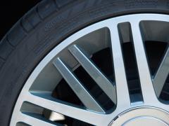 タイヤのリムガードに傷や剥がれが発生した場合の補修について