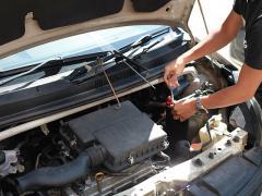 エンジンオイルの量の目安と測り方・見方