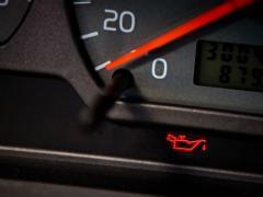 エンジンオイルランプ(警告灯)が点灯した時の対処方法