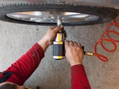 タイヤ交換作業におすすめのインパクトレンチとは