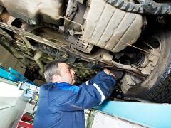 車のドライブシャフトブーツからオイルやグリスが漏れる原因・対策と交換時期について