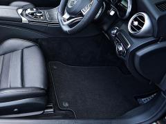 車のカーペットの張り替えはどこに依頼すればよいのか
