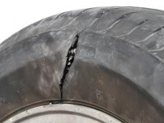 車のタイヤの側面に膨らみができる原因と対処法