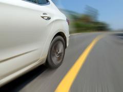 高速走行の時に出るタイヤからの異音の原因