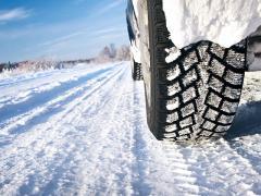 スタッドレスタイヤの交換はホイールセットとタイヤのみのどちらが良いか