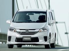 ホンダ、「フリード」「フリード スパイク」に特別仕様車を追加